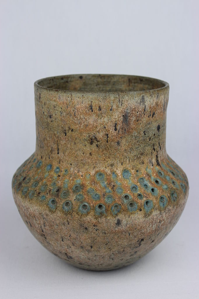 Thrown jar by Lucie Rie (YORYM-2004.1.73) | © Courtesy of The Estate of Lucie Rie/York Museums Trust via Wikimedia Commons. (CC-BY-SA 3.0)/Flickr