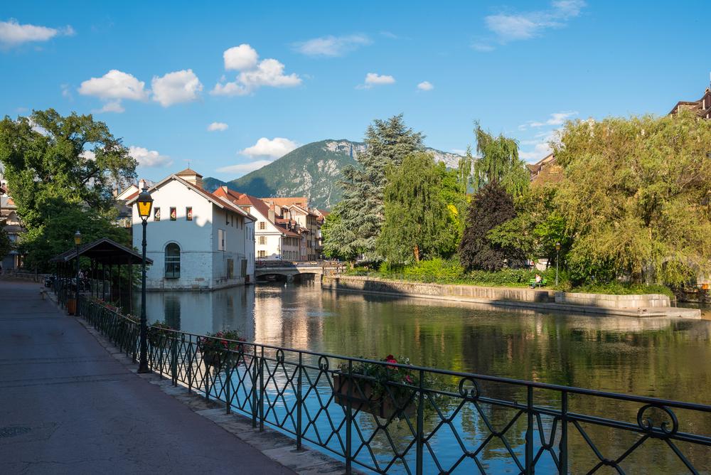 View of the canal in city centre of Annecy, Haute Savoie, France © Svetlana Bondareva / Shutterstock