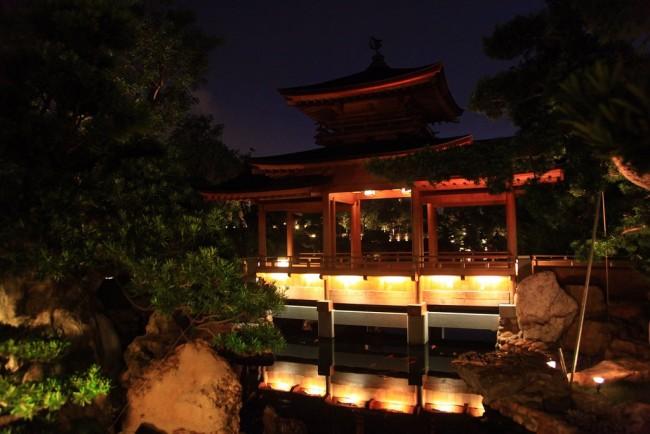 Pavilion over a lotus pond |© tfkt12/Flickr