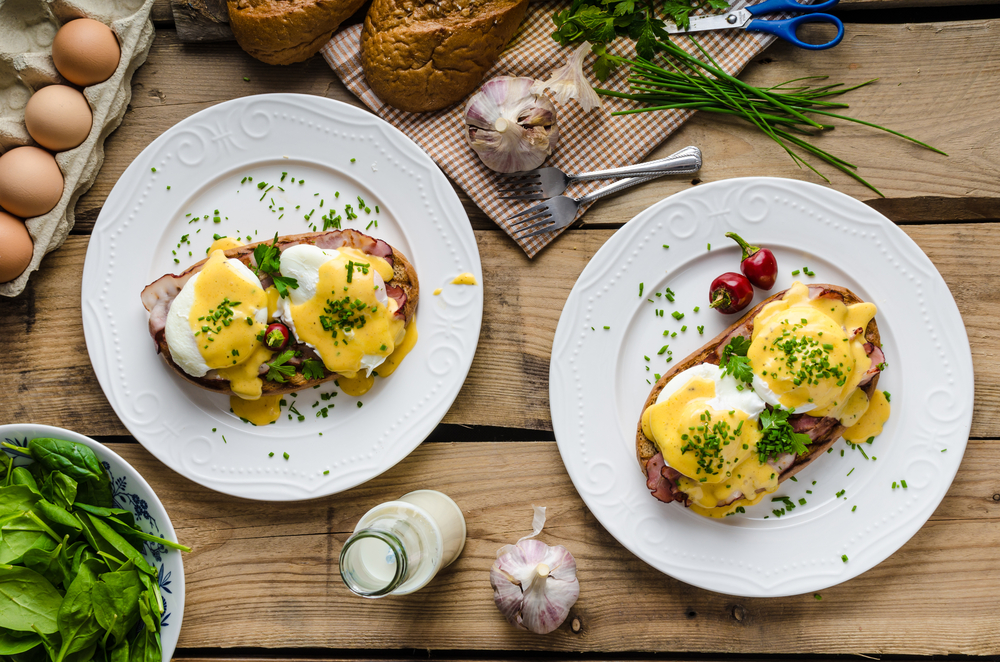 Eggs Benedict with little salad, milk and fresh herbs © Stepanek Photography / Shutterstock
