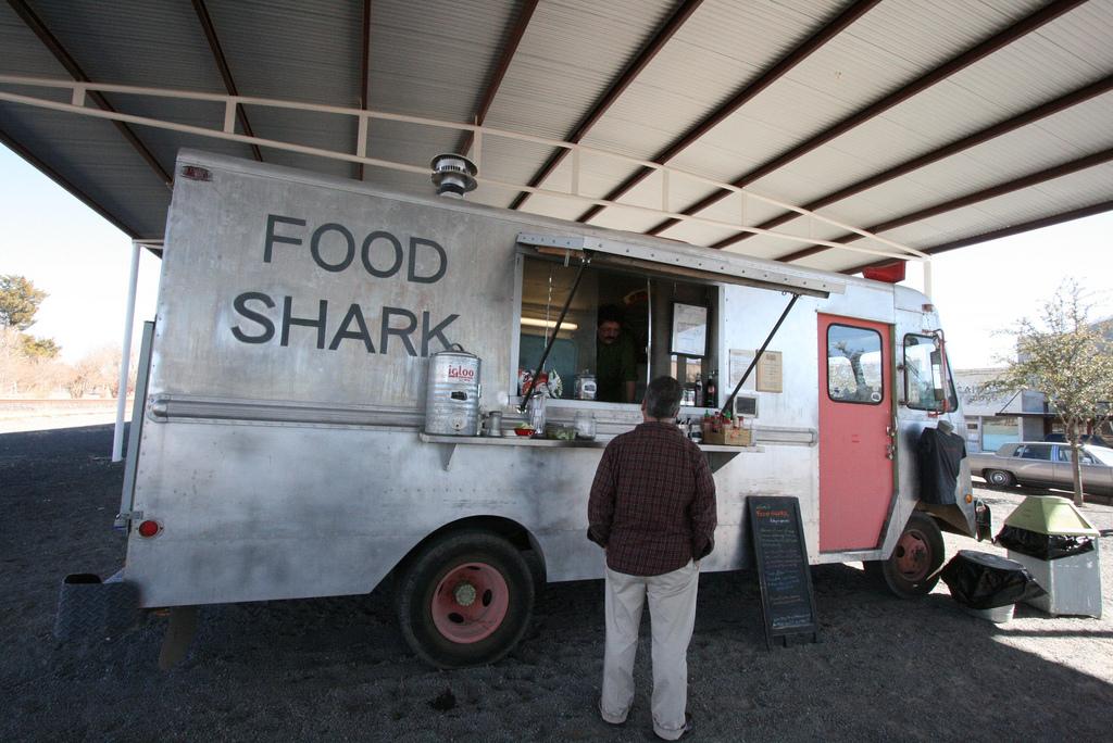Food Shark | © Monica D. /Flickr