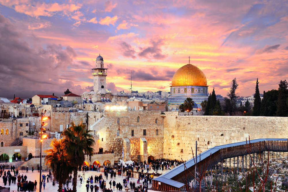 Skyline of the Old City at he Western Wall and Temple Mount in Jerusalem, Israel I | © Sean Pavone / Shutterstock
