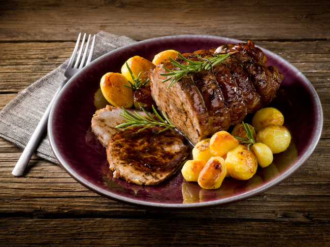 Portuguese steak served with potatoes | © Marco Mayer/Shutterstock