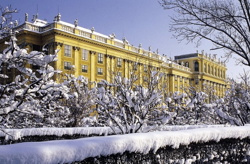 schnbrunn palace covered in snow courtesy of vienna tourist board - Vienna At Christmas