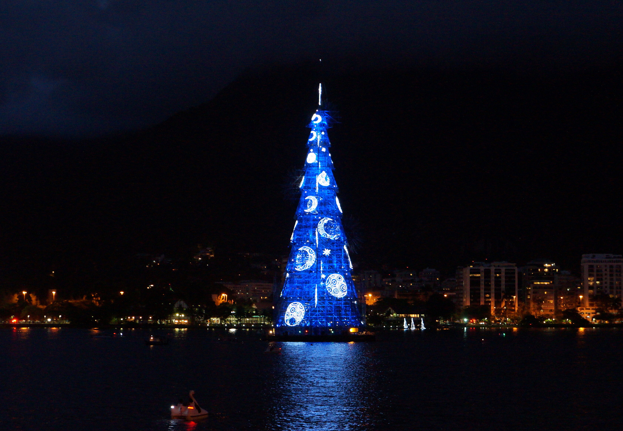 If You Thought That The Parisian Christmas Tree Was Impressive, Then  Clearly Rio De Janiero's