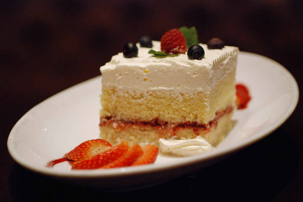 Tres leches cake | © Hungry Dudes/Flickr