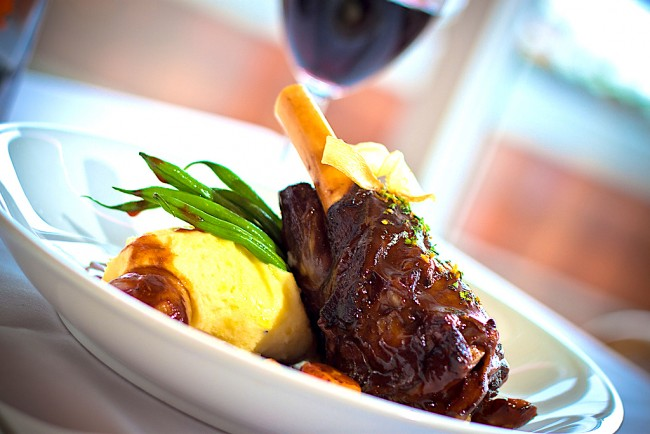 Slow braised lamb shank | © Pan Pacific/Flickr
