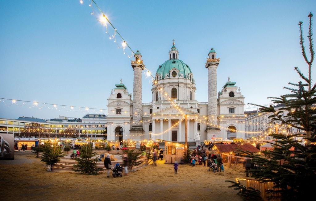 lowres_00000034037 christmas market in vienna karlsplatz oesterreich werbung - Vienna Christmas Market