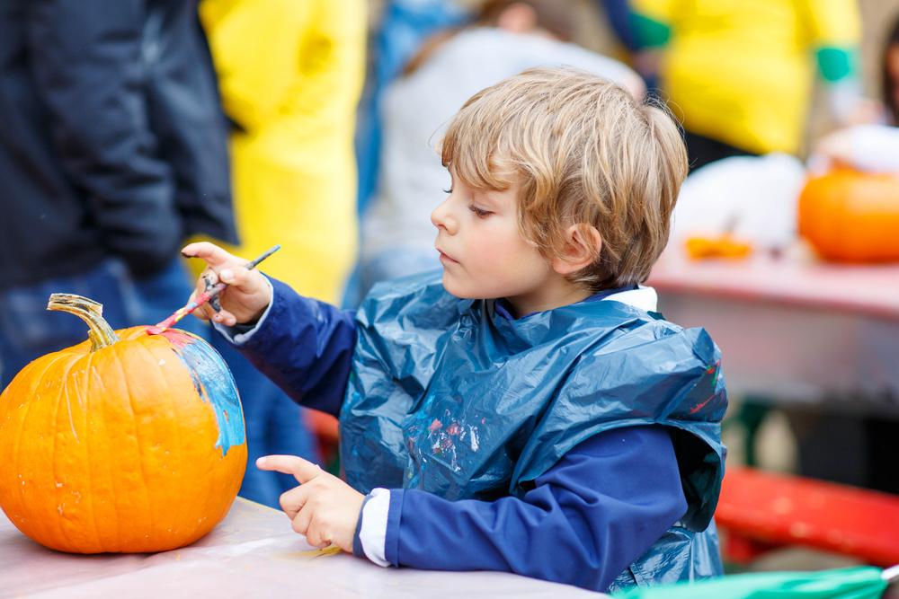 Fall Festival in Chester Vermont © Romrodphoto / Shutterstock
