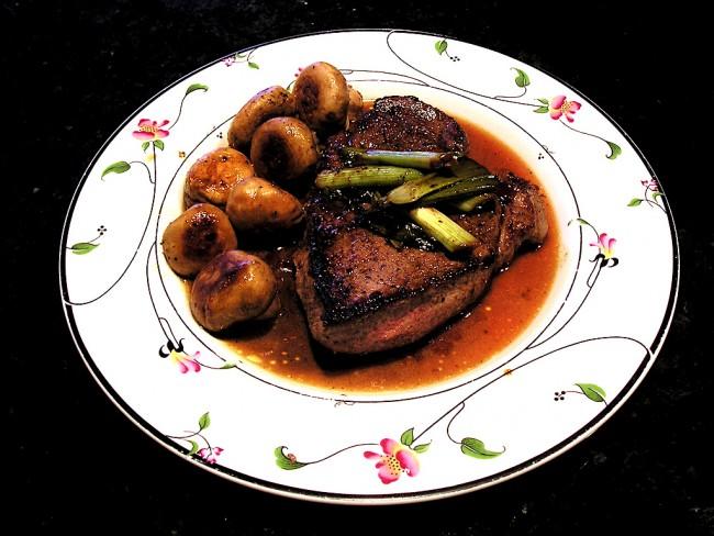 Sirloin steak | © John Herschell/Flickr