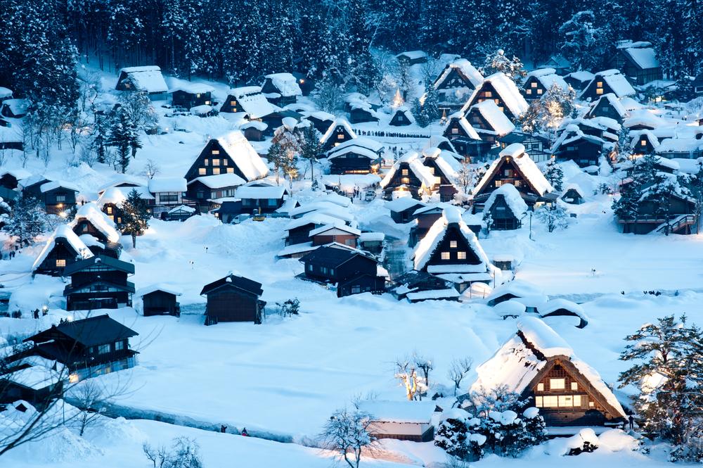 Shirakawa-go Winter Light-Up ©Cage / Shutterstock