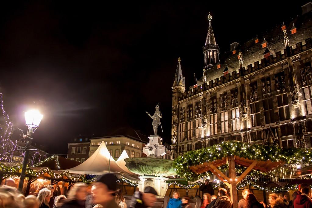 Christmas market in Aachen, Germany ©Matyas Rehak / Shutterstock
