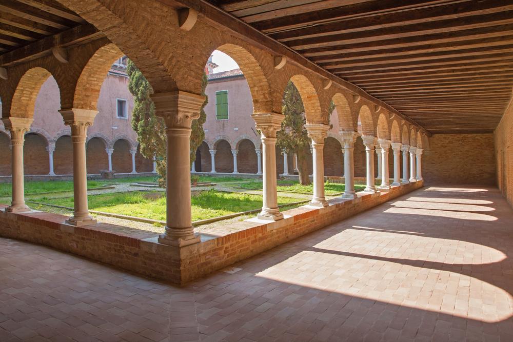 Atrium of church San Francesco della Vigna ©Renata Sedmakova / Shutterstock