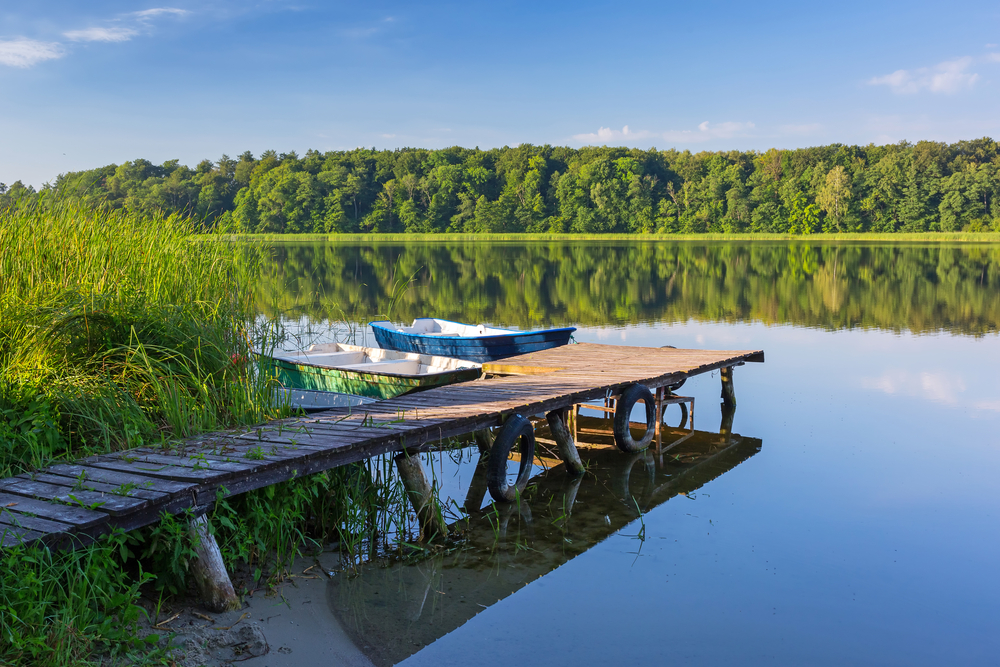 Fishing boats on the masurian lake in Poland | © Patryk Kosmider/Shutterstock