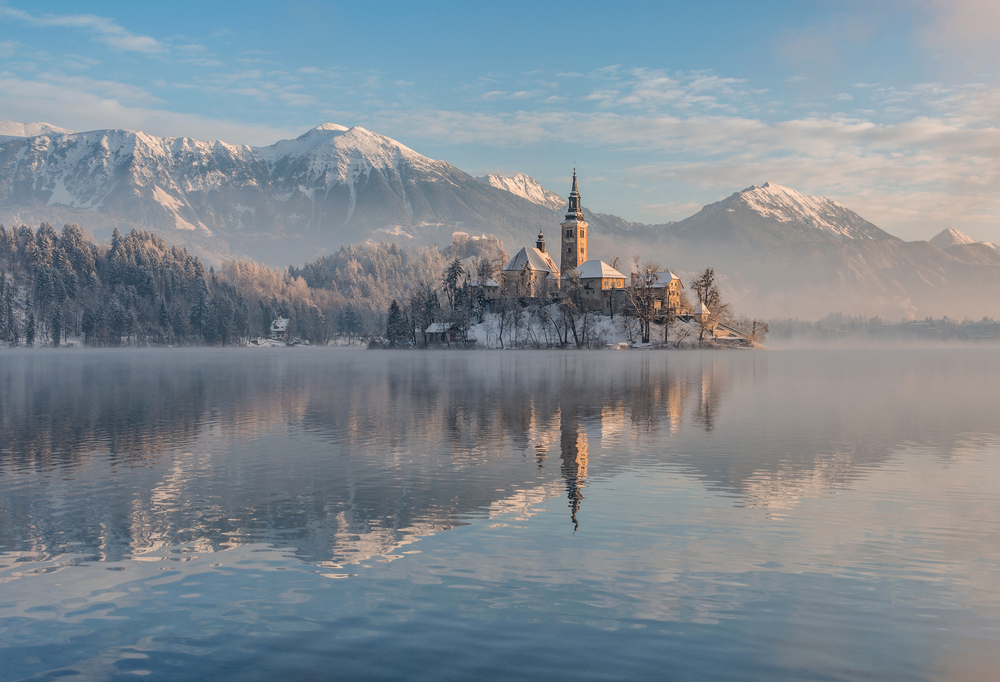 Lake Bled with the church and the castle on a calm winter morning ©Ales Krivec / Shutterstock