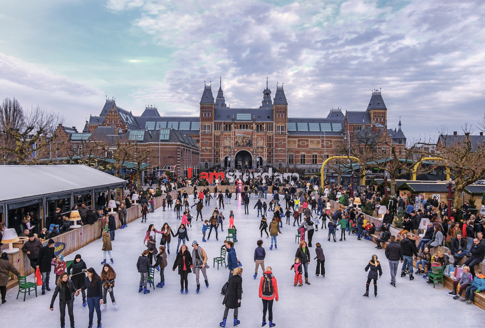 Ice skaters on the ice rink at the Museumplein, with the Rijksmuseum © www.hollandfoto.net / Shutterstock