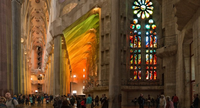 Sagrada Familia interior | © haschelsax/Flickr