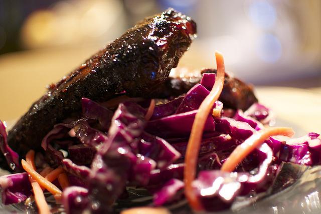 Korean BBQ ribs and Asian style slaw © tkd540/Flickr