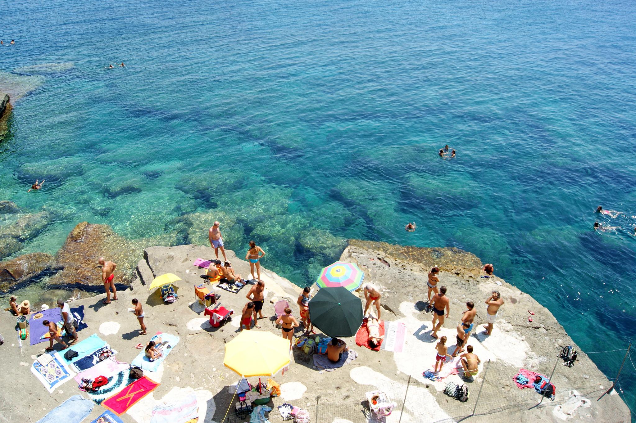 The 10 most beautiful italian coastal towns - Piscina sulfurea santa cesarea terme ...