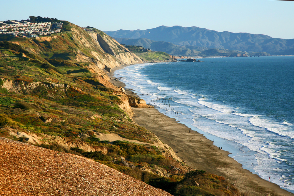 Northern California cliffs near Daly City in Northern California © Steve Holderfield / Shutterstock