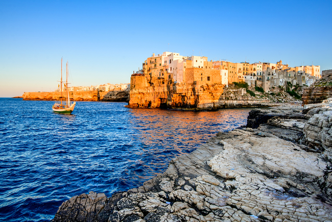 Jagged rocks of the Polignano a Mare | © cge2010/Shutterstock