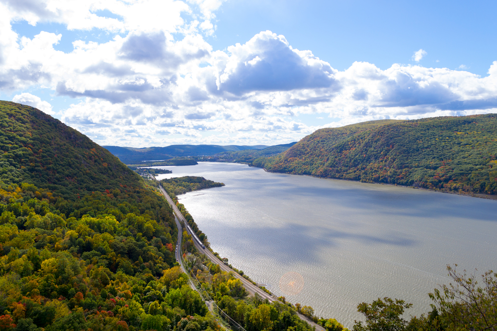 Breakneck ridge to Cold Spring during the fall season, Cold Spring NY © Ruben Martinez Barricarte / Shutterstock