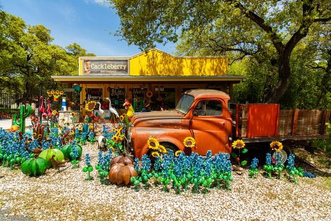 Artwork on display in Wimberley Texas | © Fotoluminate LLC/Shutterstock