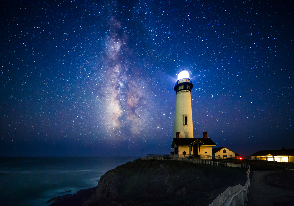 Milky Way at Pigeon Point Lighthouse, Pescadero, California © Engel Ching / Shutterstock