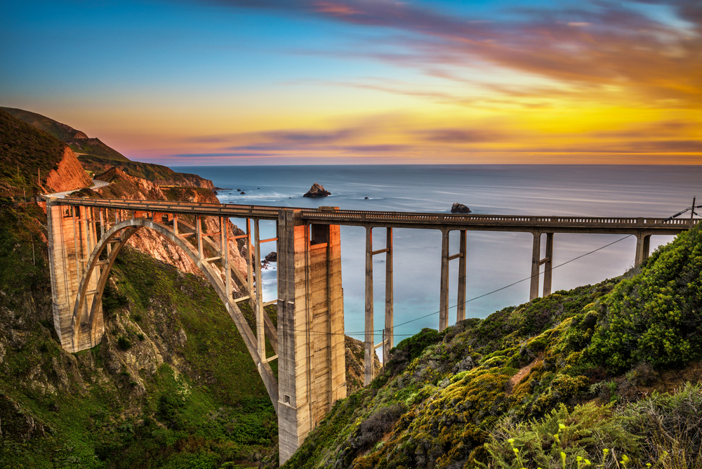 Bixby Bridge (Rocky Creek Bridge) and Pacific Coast Highway at sunset © Nick Fox / Shutterstock