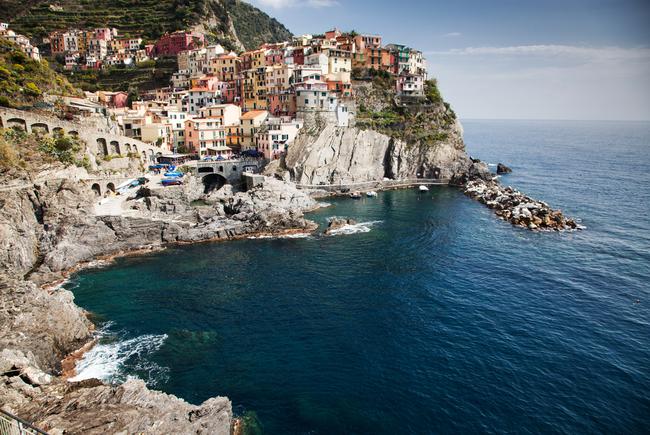 Picturesque village of Manarola on the Cinque Terre coast | © melis/Shutterstock