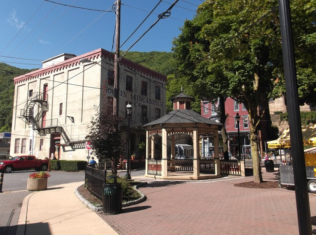 "Jim Thorpe, PA | <a href=""https://www.flickr.com/photos/youtuber/15030805622/in/photolist-79yqrw-79ytRh-79umRK-79ymA5-79ysdY-Fz7RTv-79ujZP-79yfHW-79ubUz-Fz7NQr-6rZNAS-79xUjN-79u7AX-79yasQ-FdKGyA-5kBczd-6rWC5s-6pUc1y-7qScsA-6pQsNF-6B82CN-6s8Vhu-dy9gCJ-22kkNj-6s9RJS-zvx92k-6s66nL-oUdNR5-6s8VfY-6rVBGD-divrwu-6s1YgV-6rZKKf-6s4NcZ-6s7FGQ-6s7VLj-6s21YX-6B81rs-6s4Nar-6s1YaV-rjmpX9-zvrned-zyYf9b-79tZHT-6B825A-6s9RWY-6rZNv9-6ru3FK-5FXnFe-5FXmzZ"" target=""_blank"" rel=""noopener"">© YouTuber/Flickr</a>"
