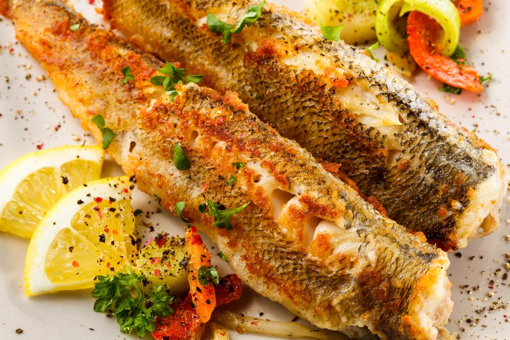 Fried fish and vegetables   © Jacek Chabraszewski/Shutterstock