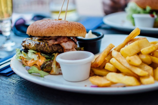 Burger and Fries/ ©Pexels