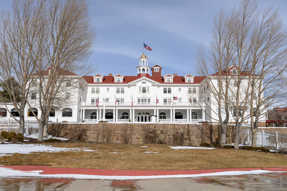 A close up front winter view of the famous Stanley Hotel at Estes Park, Colorado, USA. © Sean Xu / Shutterstock.com