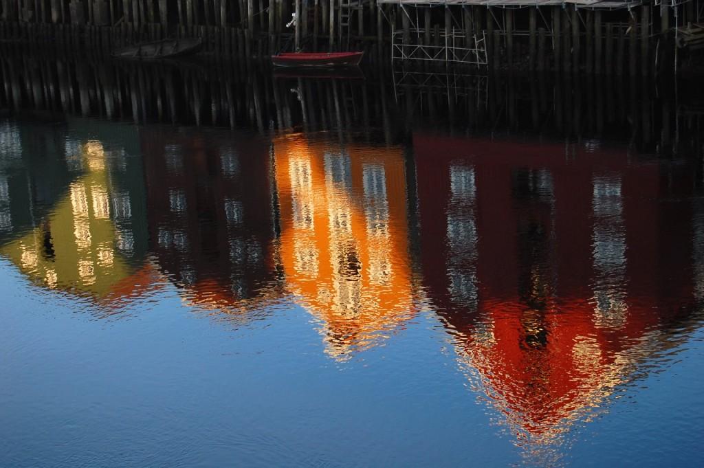 Trondheim, reflection in Nidelven | ©AnneCN/Flickr