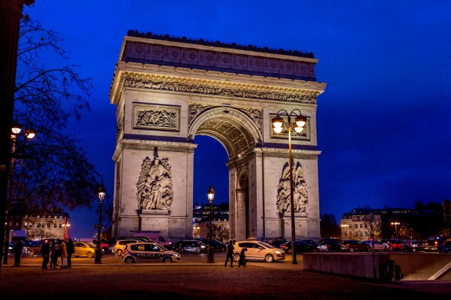 Arc De Triomphe at Night/ ©Pixabay