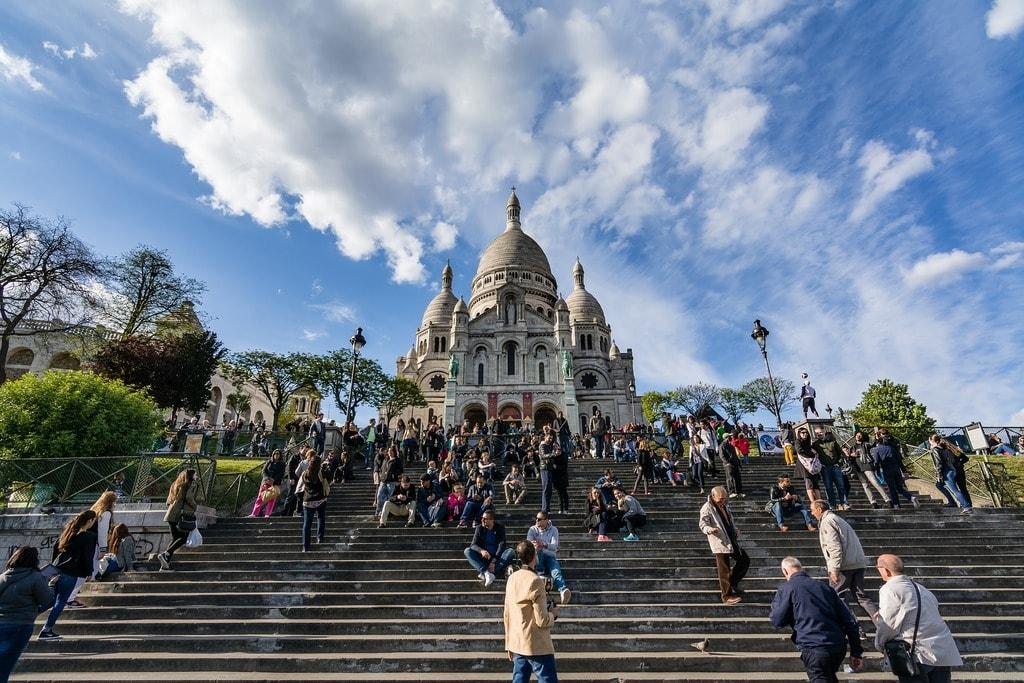 The 10 coolest neighbourhoods in paris for Restaurant miroir montmartre