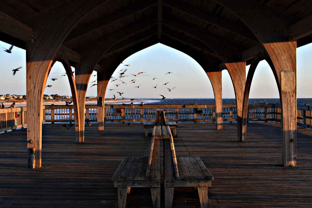 Covered pier on the beaches of Tybee island Savannah Georgia © Jack schiffer / Shutterstock