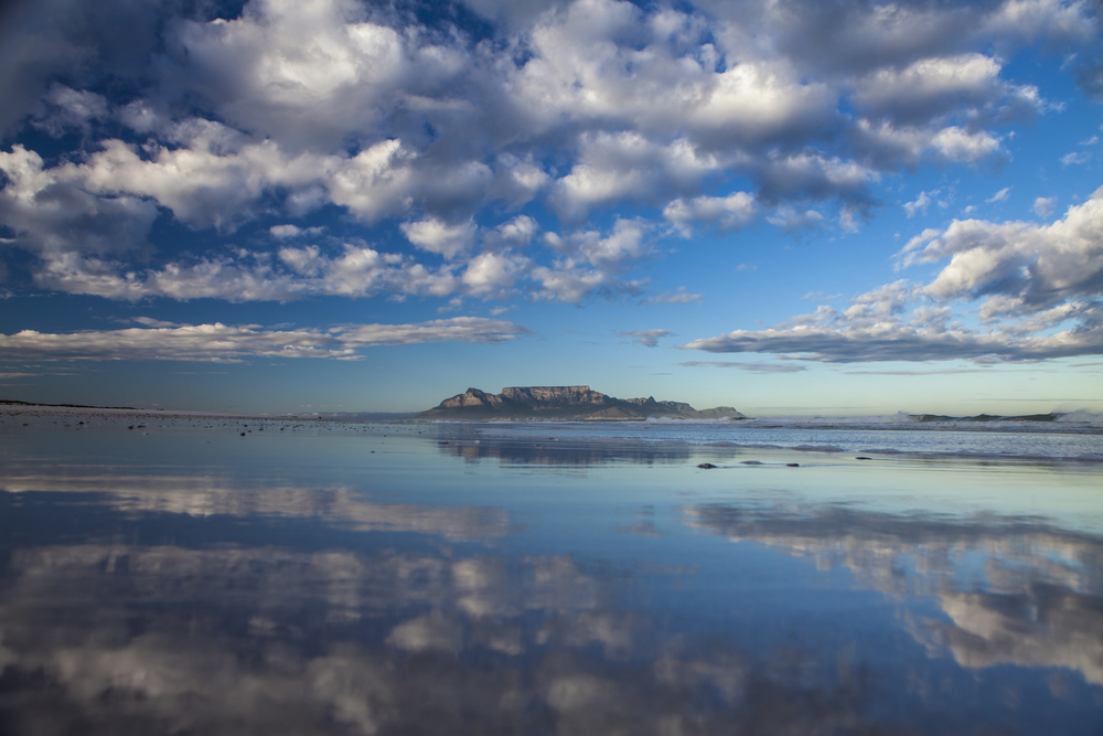 Table Mountain from bloubergstrand in cape town south africa © Sculpies / Shutterstock