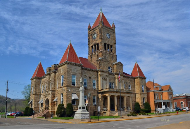 Wetzel County Courthouse in New Martinsville, West Virginia | © Mike/Flickr
