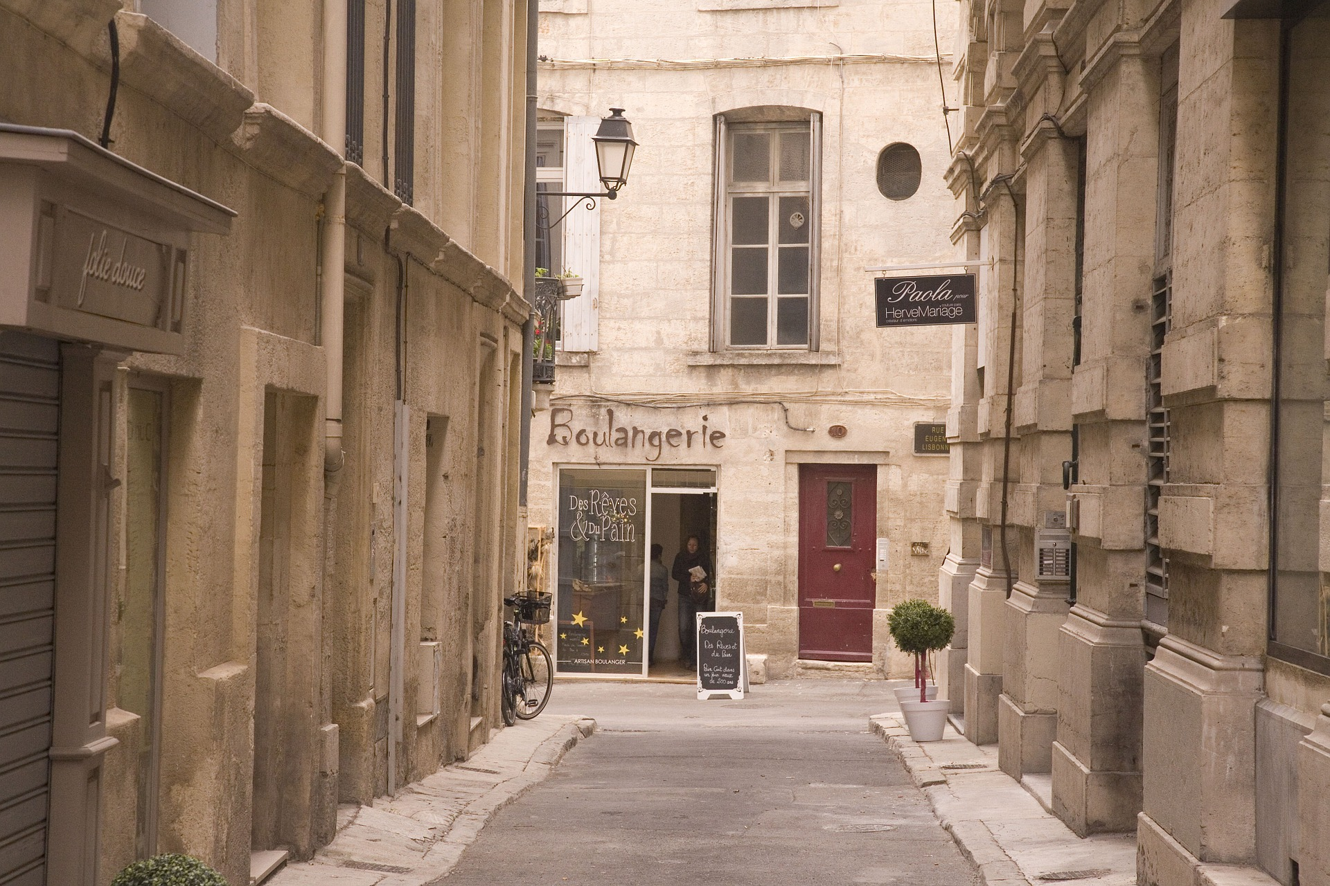 the 10 best restaurants in montpellier france. Black Bedroom Furniture Sets. Home Design Ideas