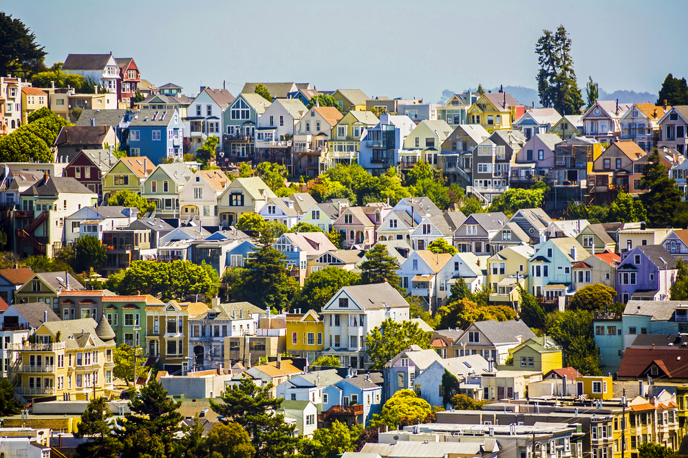 Urban houses in San Francisco © Jorg Hackemann / Shutterstock