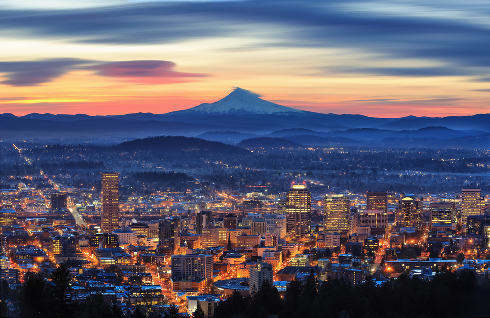 Portland with mountain background, Oregon ©  Sung Choi / Shutterstock