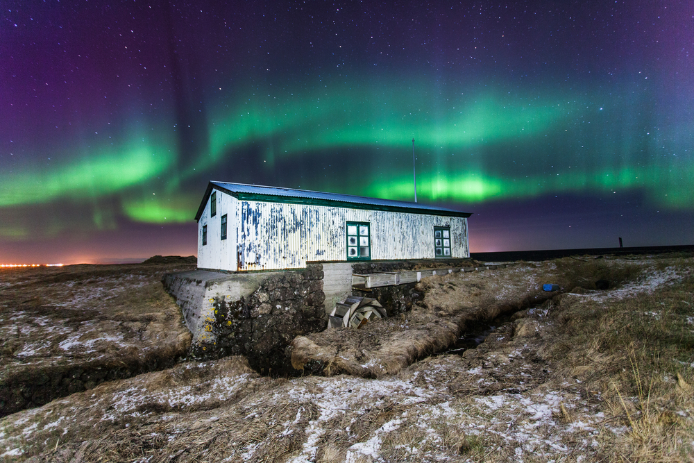 Old watermill in Iceland with northern lights. © Lydur Geir Gudmundsson / Shutterstock