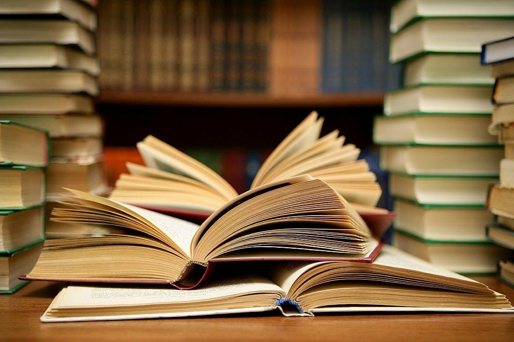 1024px-Books_HD_(8314929977)