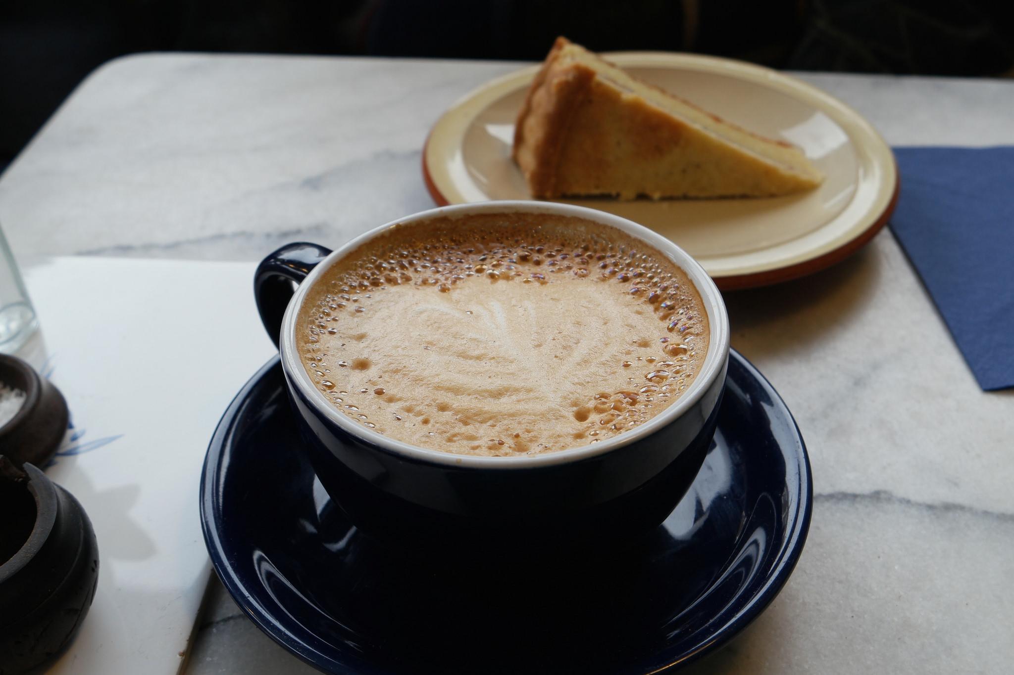 Coffee and cake | © Ashley Van Haeften/Flickr