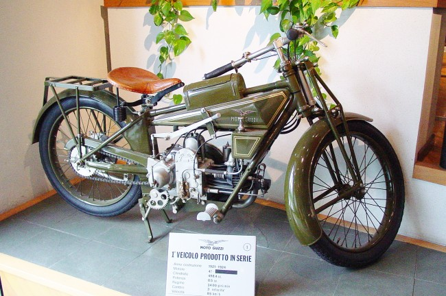 A Motorcycle On Display at the Moto Guzzi Museum | © Serge PIOTIN/WikiCommons