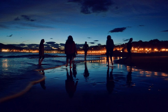 Nightlife continues continue on the beach in San Sebastian | © Hebe Aguilera/Flickr