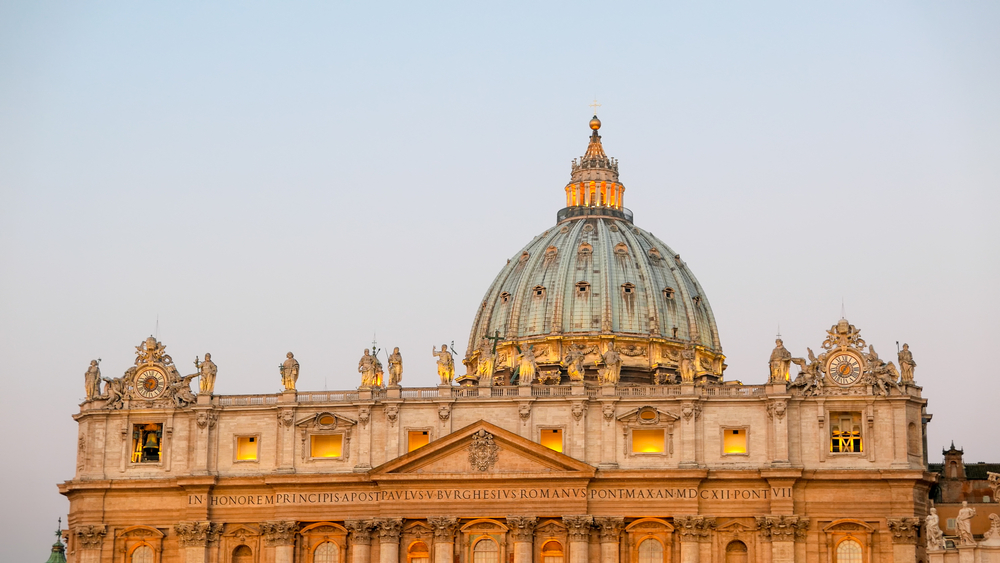 St. Peter's Basilica, before sunrise |©Denis Aminev / Shutterstock