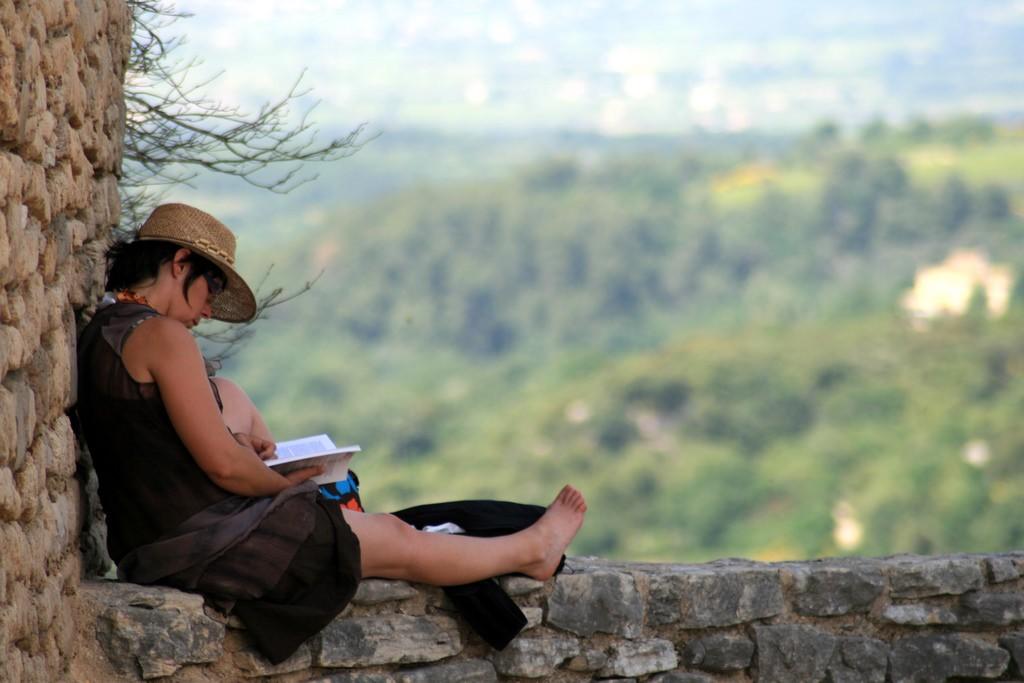 Relaxing in Venasque France © Jean-Louis Zimmermann